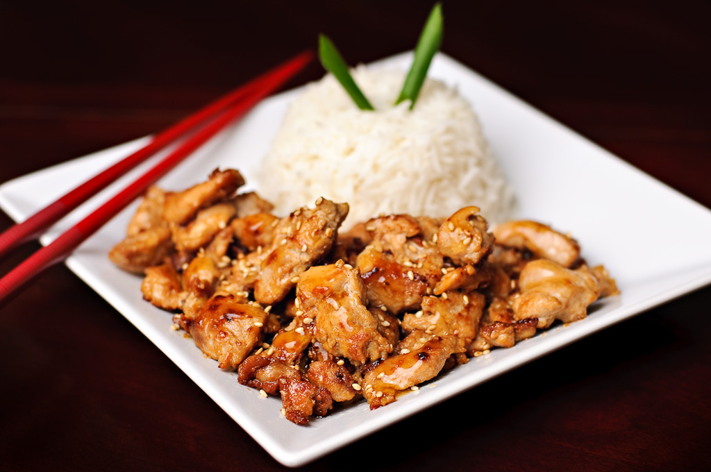 Восхитительно вкусное блюдо из куриного филе в соусе терияки