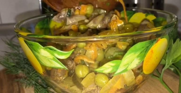Загадочный салат из куриных сердечек без майонеза: просто, быстро и вкусно