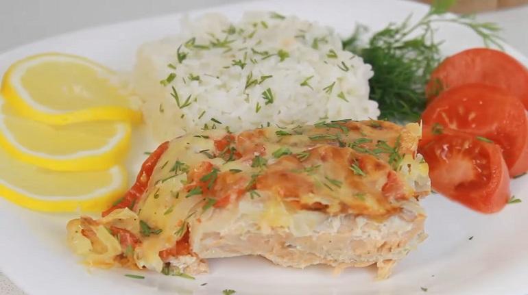 Сочная и вкусная рыба под шубой: простой и быстрый рецепт в духовке