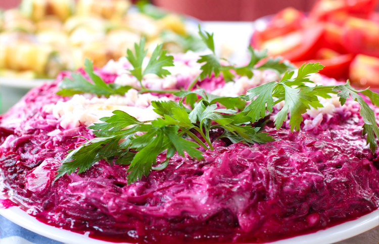 Салат с тунцом и свеклой: поможет избавиться от лишнего веса