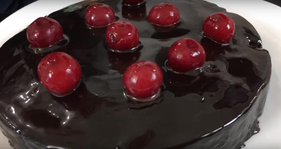"""Шоколадный """"Брауни"""" с вишней: волшебное блюдо"""