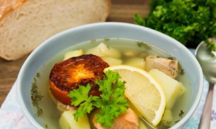 Легкий суп с семгой и каперсами