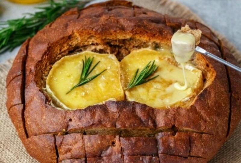 Очень оригинальное блюдо, которое покорит всех - Фондю в хлебе