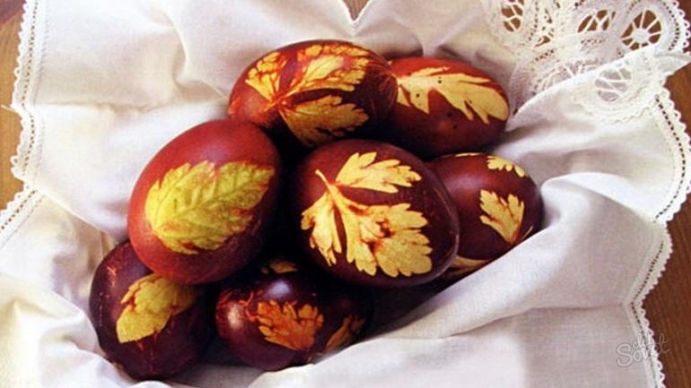 Очень простой способ покраски яиц: готовимся к Пасхе
