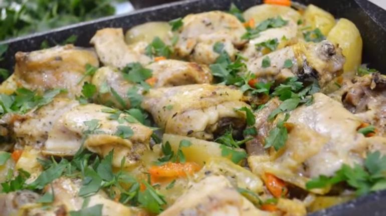 Курица с картошкой и майонезом в духовке: простой рецепт