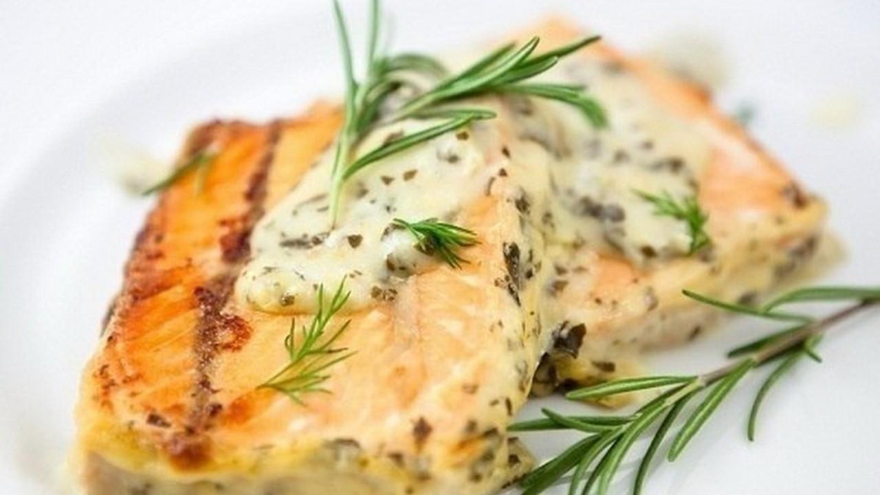 Треска, запеченная по-гречески: вкусное и оригинальное блюдо