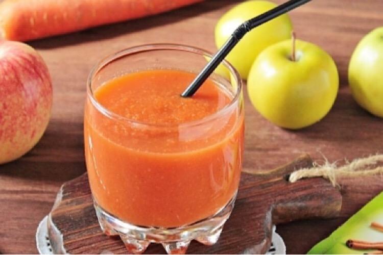 Вкуснейший смузи из моркови и яблок