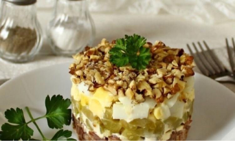 Потрясающий салат с говядиной и грецкими орехами