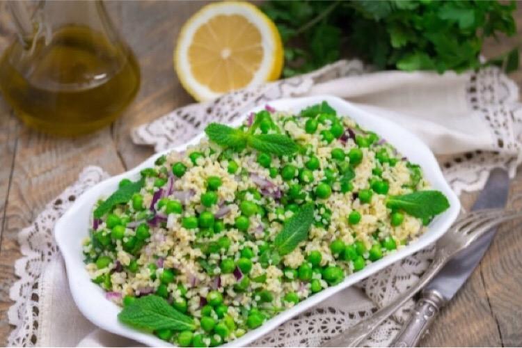 Вкуснейший салат из булгура с травами и горошком
