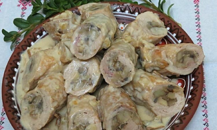 Крученики с соусом из белых грибов