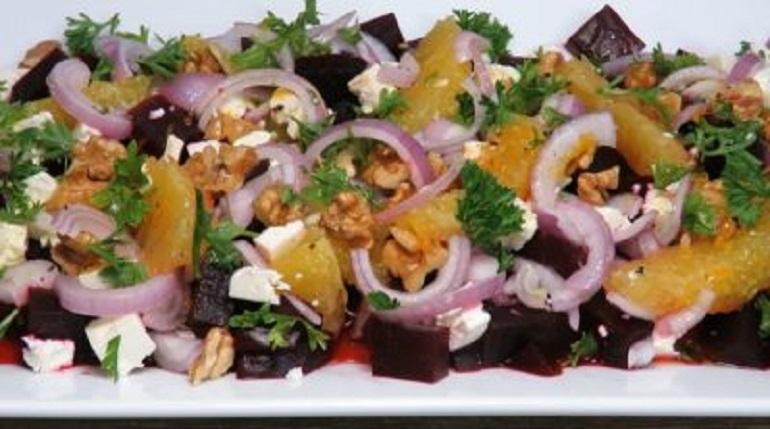 Очень вкусный салат со свеклой: поражает свежим вкусом и ароматом