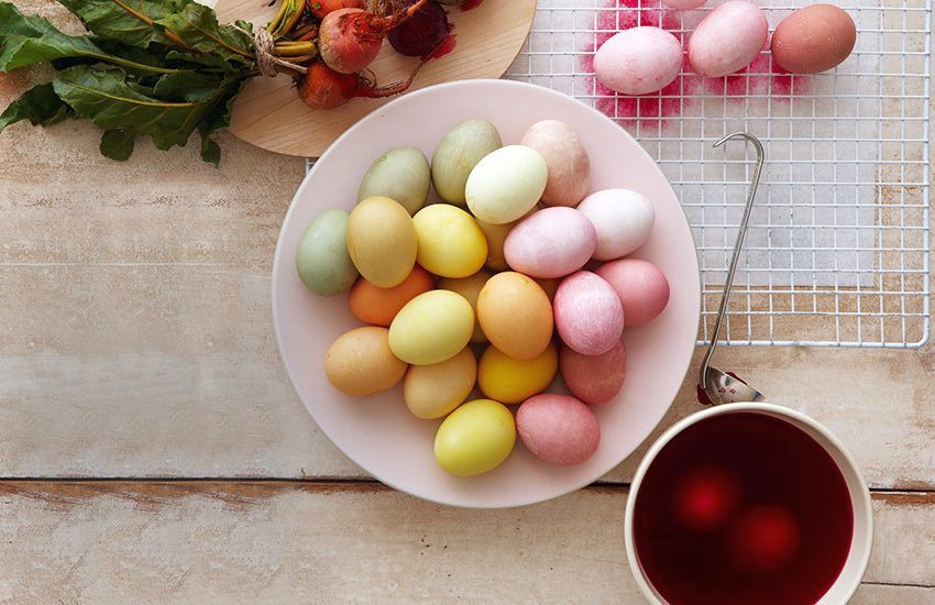 Окрашиваем яйца натуральными красителями: результат вас поразит