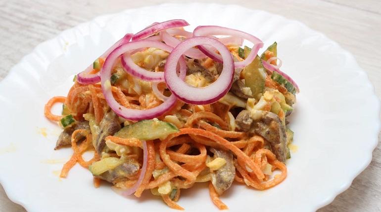 Неповторимый салат с куриными сердечками: такого вы еще не пробовали