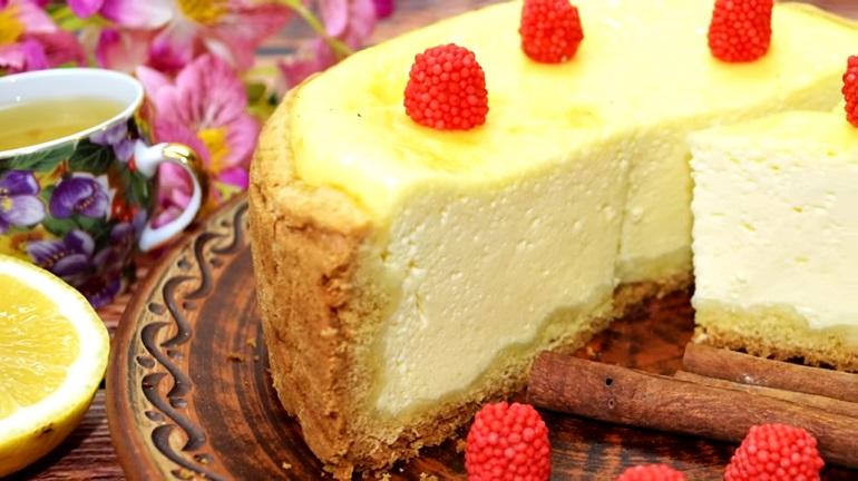 Простой заливной сметанный пирог: лучше, чем чизкейк
