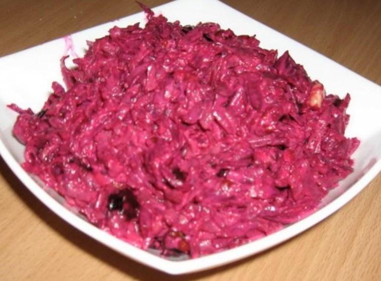 Невероятно вкусный салат из свеклы с изюминкой