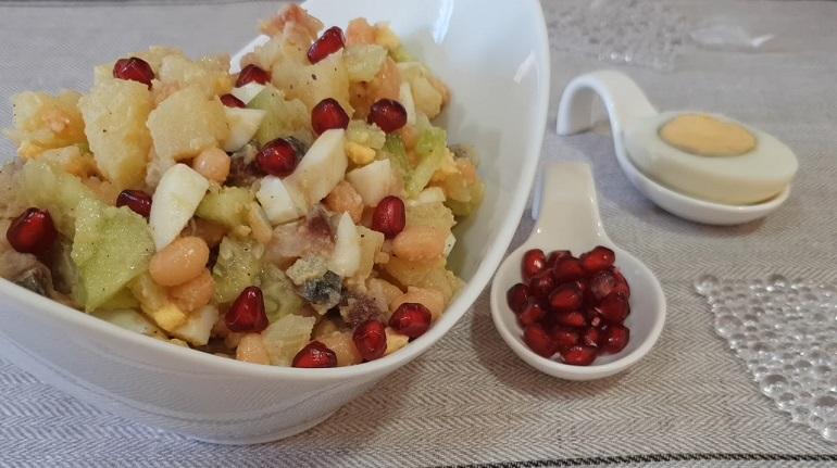 Салат из копченой скумбрии с фасолью: грандиозное открытие нового вкуса