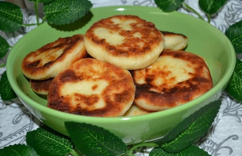 Сочные сырники с настоящим творожным вкусом: рецепт без муки