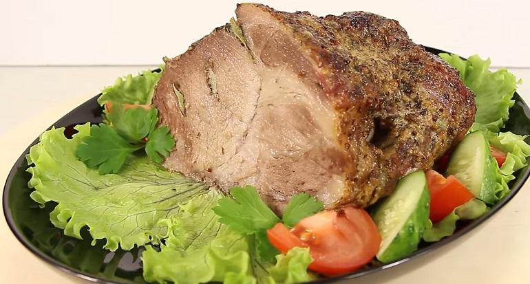 Свинина, запеченная в фольге: сочная, ароматная и потрясающе вкусная