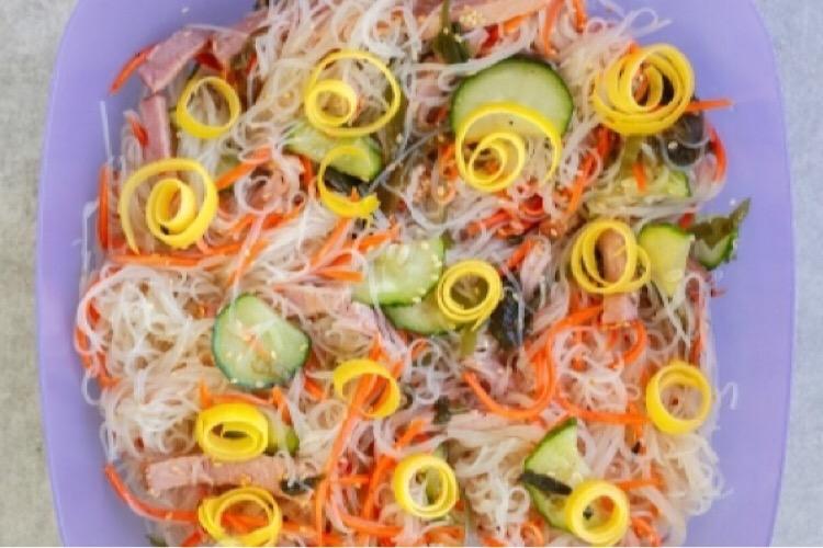 Легкий и сытный японский салат «Харусаме»