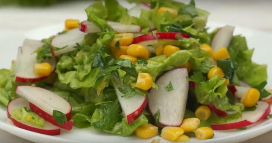 Вы влюбитесь в этот салат с первой ложки! Улётный cалат с редиской и кукурузой за 5 минут!