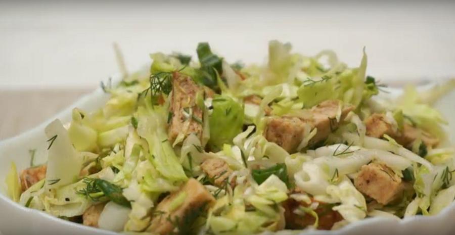 """Салат """"Короли и капуста"""": бесподобный рецепт мясного салата из доступных продуктов без майонеза"""