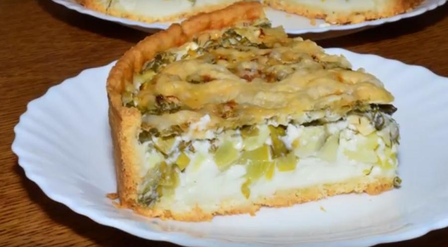 Пирог с кабачками и зеленью в нежнейшей заливке