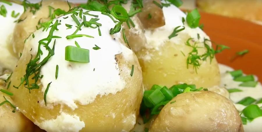 Молодая картошка - нежная и вкусная. Она обязательно вам понравится