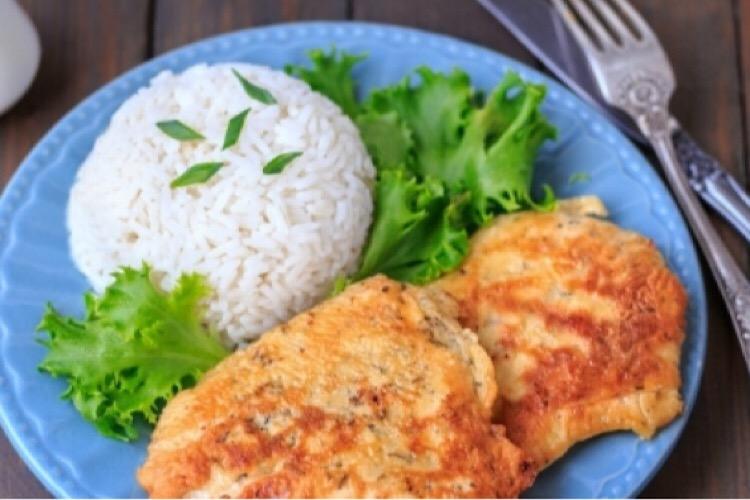 Сочные и аппетитные куриные отбивные в сметанном кляре