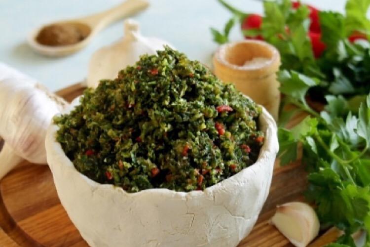 Острая аджика из петрушки: потрясающая приправа для многих блюд