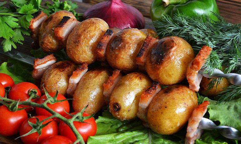 Картошка с салом на шампурах: вкуснее, чем мясной шашлык