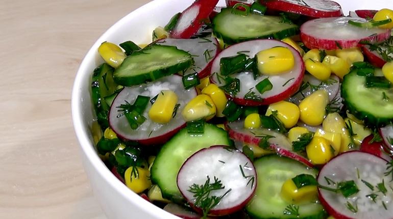 Легкий весенний салат с редисом: готовим за пять минут