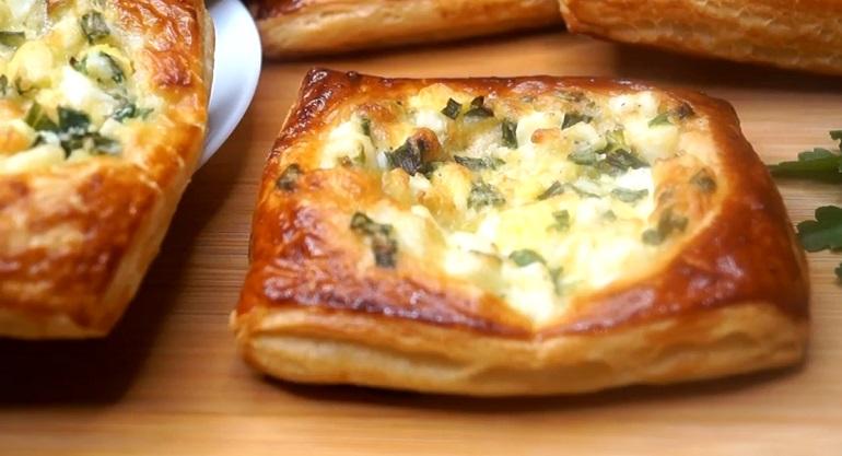 Ленивые пирожки с зеленым луком и яйцами: проще не бывает