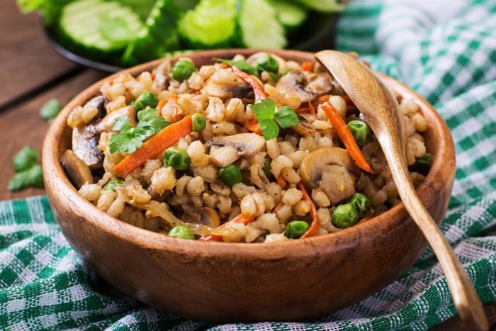 Восхитительная перловая каша с мясом, грибами и овощами