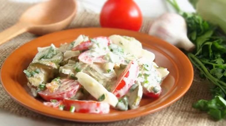 Оригинальный салат с жареными кабачками: сытный и очень вкусный