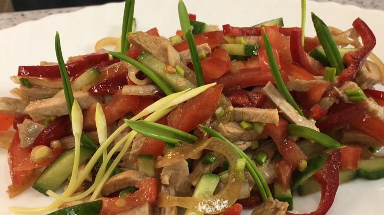 Супер вкусный и быстрый салат с черемшой