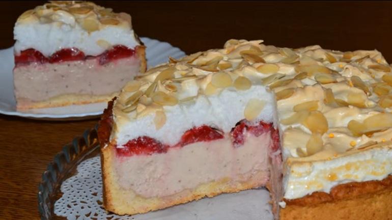 Творожный пирог «Клубничное облако»: восхитительное лакомство