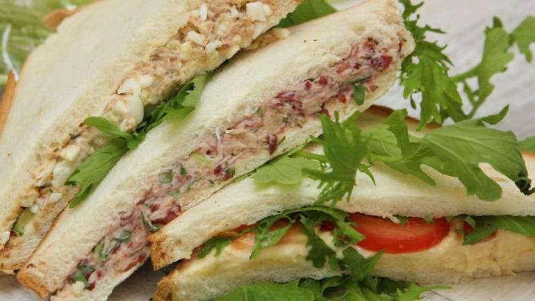 Улетные бутерброды с тремя вариантами начинки: возьмите с собой