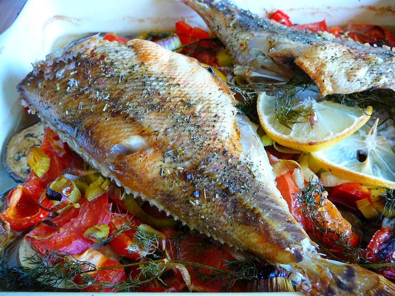 Рыбка с овощами в духовке - ну, очень вкусно