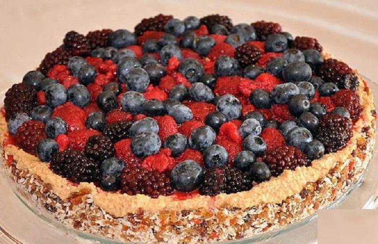 Сыроедческий торт с малиной: оригинальный вегетарианский десерт