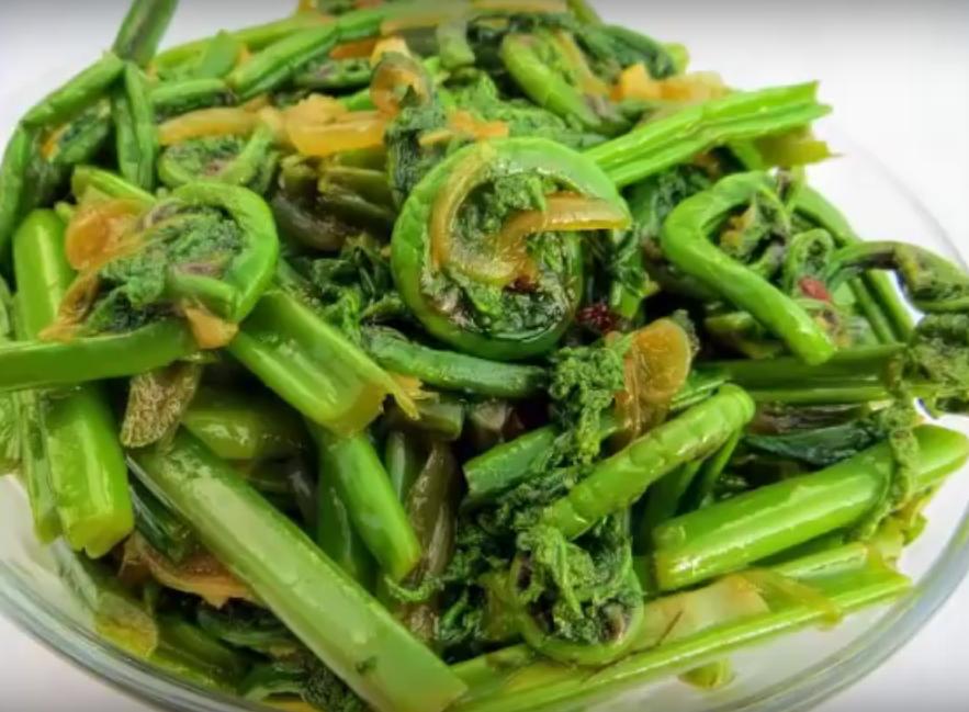 Рецепт, который приносит счастье, богатство и успех! Вкуснейший салат из папоротника