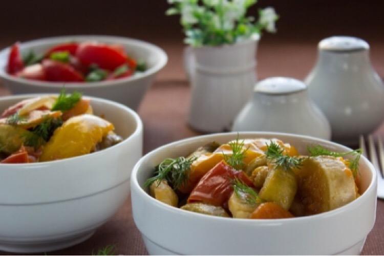 Готовим в мультиварке: тушеные кабачки с овощами
