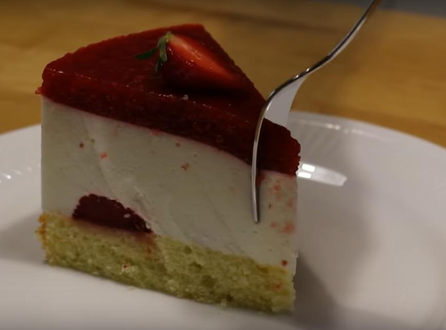 Йогуртовый торт с клубникой - супер лёгкий, нежный и воздушный
