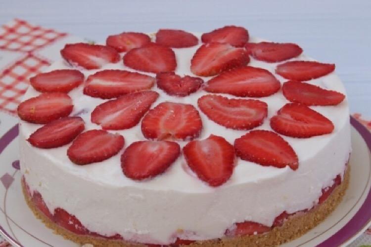 Обалденный тортик из творога с клубникой