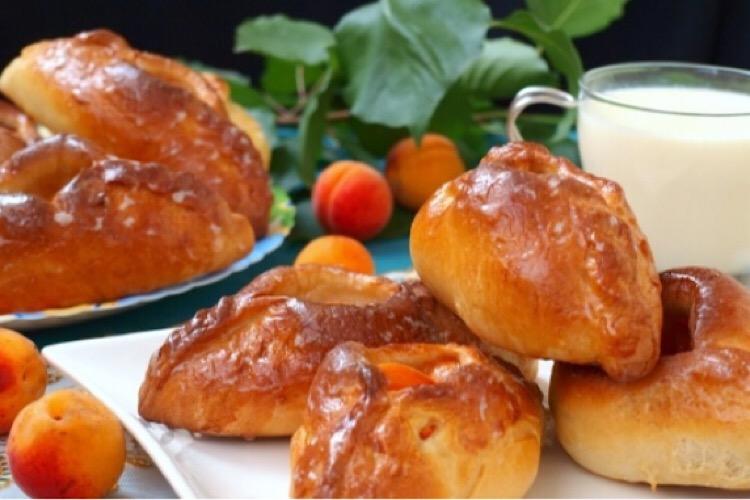 Вкуснейшие пирожки с абрикосами в духовке