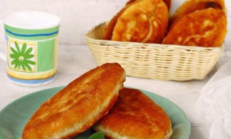 Аппетитные жареные пирожки с щавелем