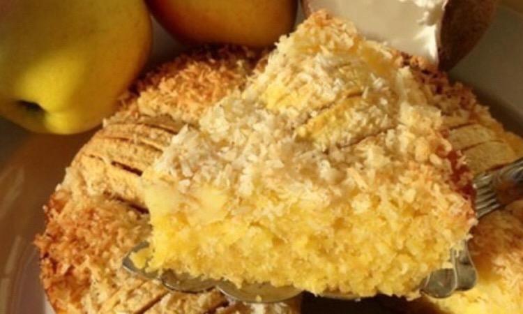 Потрясающе вкусный кокосовый пирог с яблоками