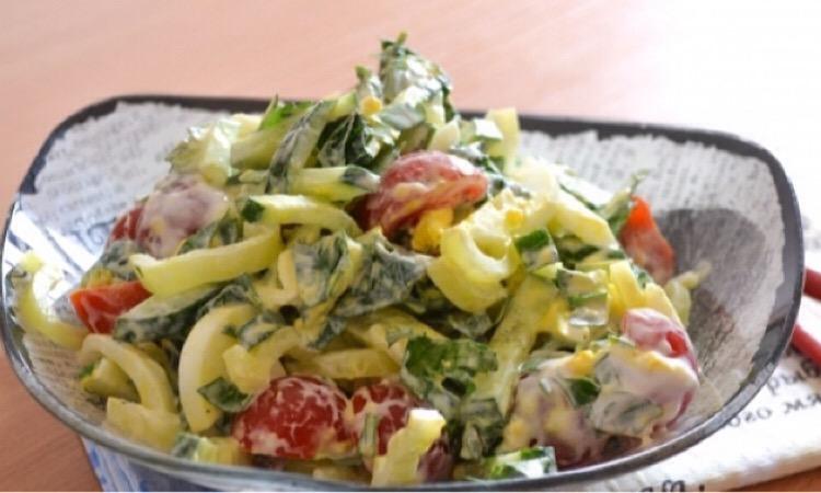 Вкусный салатик с крапивой, огурцом и яйцом