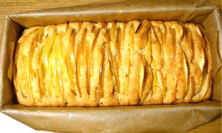 Обалденный ванильный кекс с яблоками
