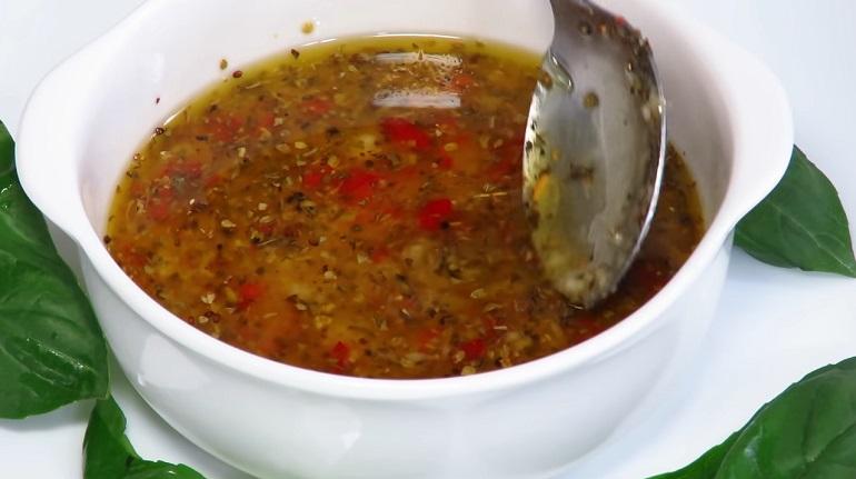 Итальянская заправка для салатов: вкусно, полезно, без майонеза