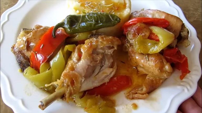 Вкусный обед в итальянском стиле: курица с овощами в белом вине